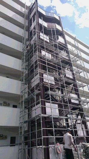 (株)クラスプラスの鉄骨階段塗装工事