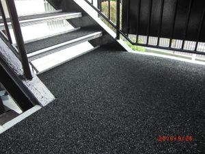 (株)クラスプラスの階段マット工事