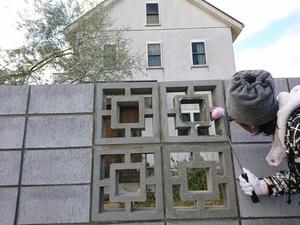 花ブロックの塗装の下塗り中