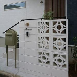 花ブロックの門柱