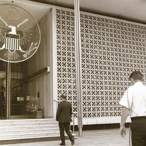 アメリカ大使館の花ブロック